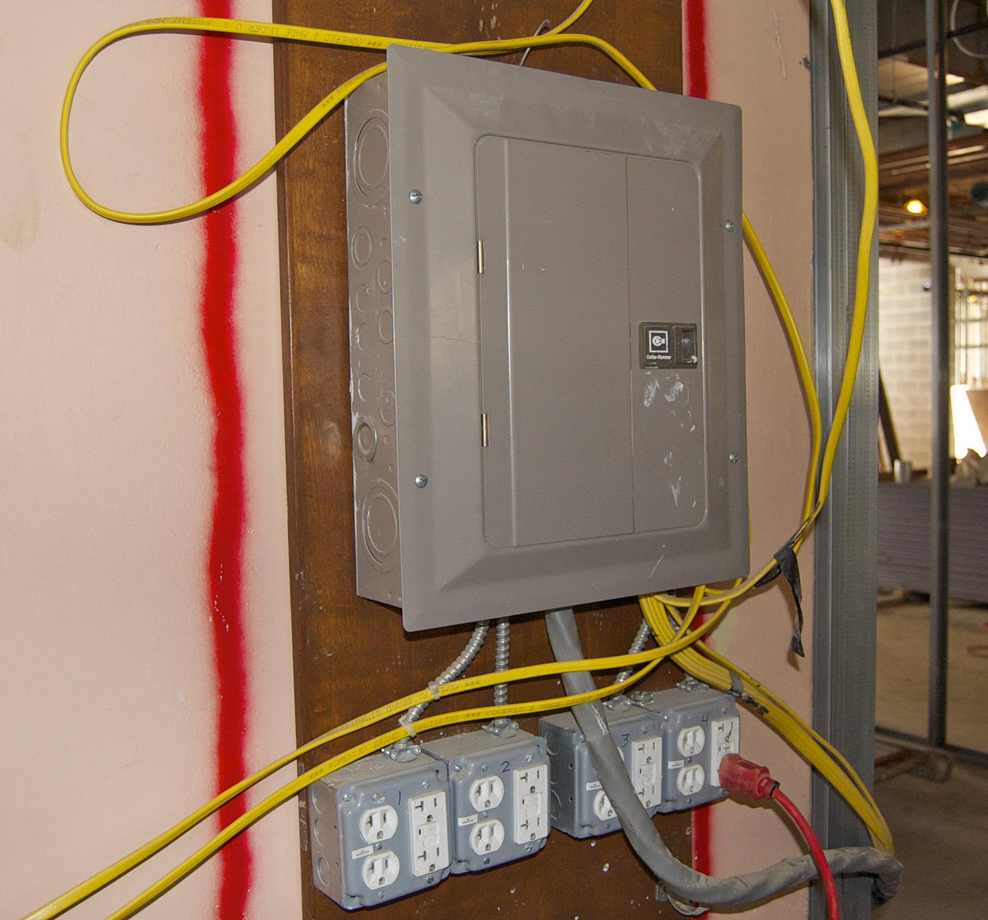 Elcosh Electronic Library Of Construction Occupational Safety And Ground Fault Circuit Interrupter Wiring This Electrical Box On The Site Has Interrupters All Outlets To Be Used With Portable Equipment