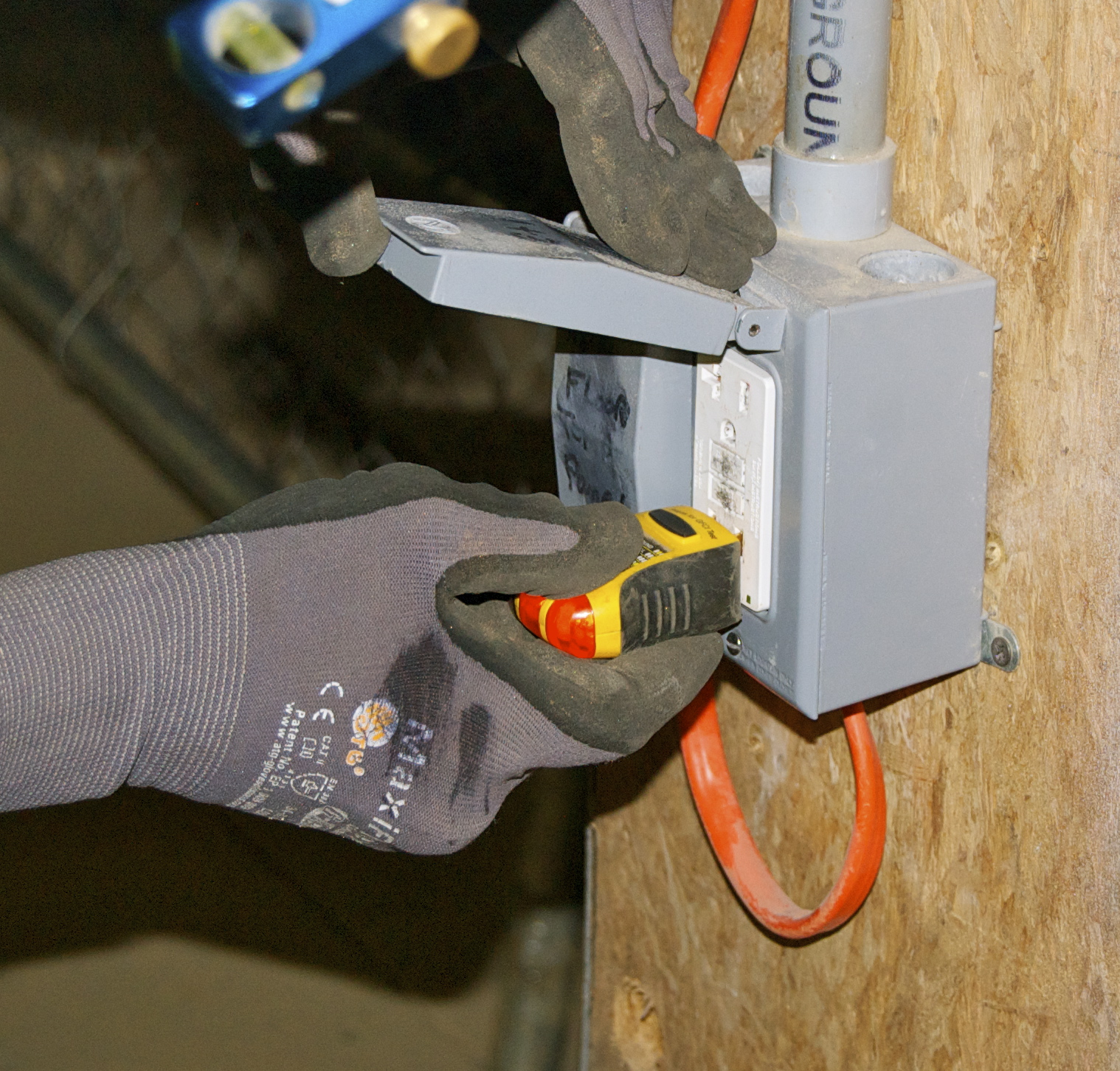 Elcosh I002665 How Gfcis Work Content From Electrical Construction Checking Outlet With Gfci Tester